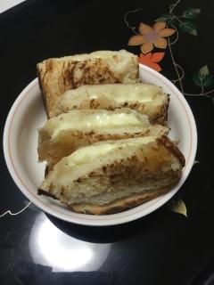 モッツァレラチーズと蜂蜜のホットサンド