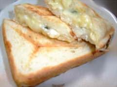 バジルとカッテージチーズのホットサンド