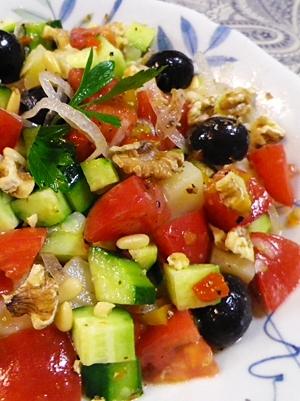 彩り野菜のナッツサラダ