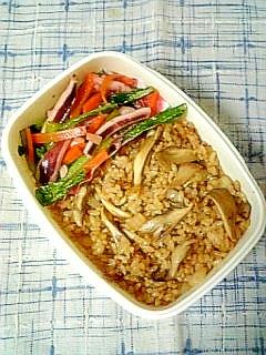 ☆いか野菜炒め&舞茸バター醤油焼飯弁当☆