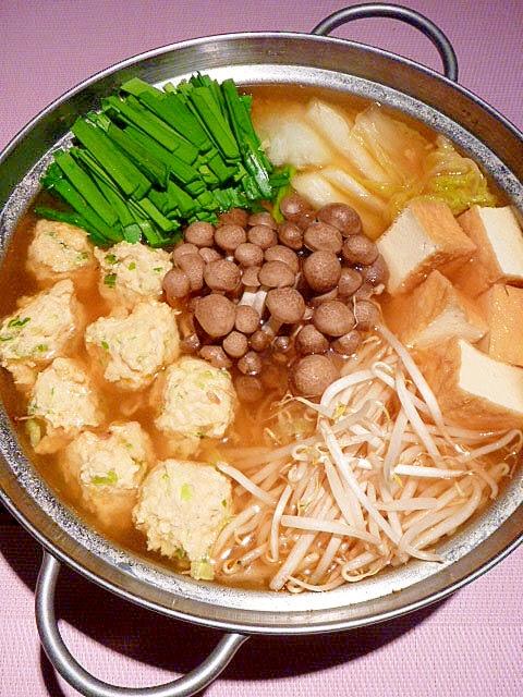 2.ピリ辛!つくねでスタミナちゃんこ鍋