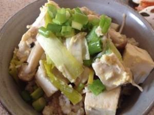 簡単&美味しい!きのこと豆腐の卵とじ丼