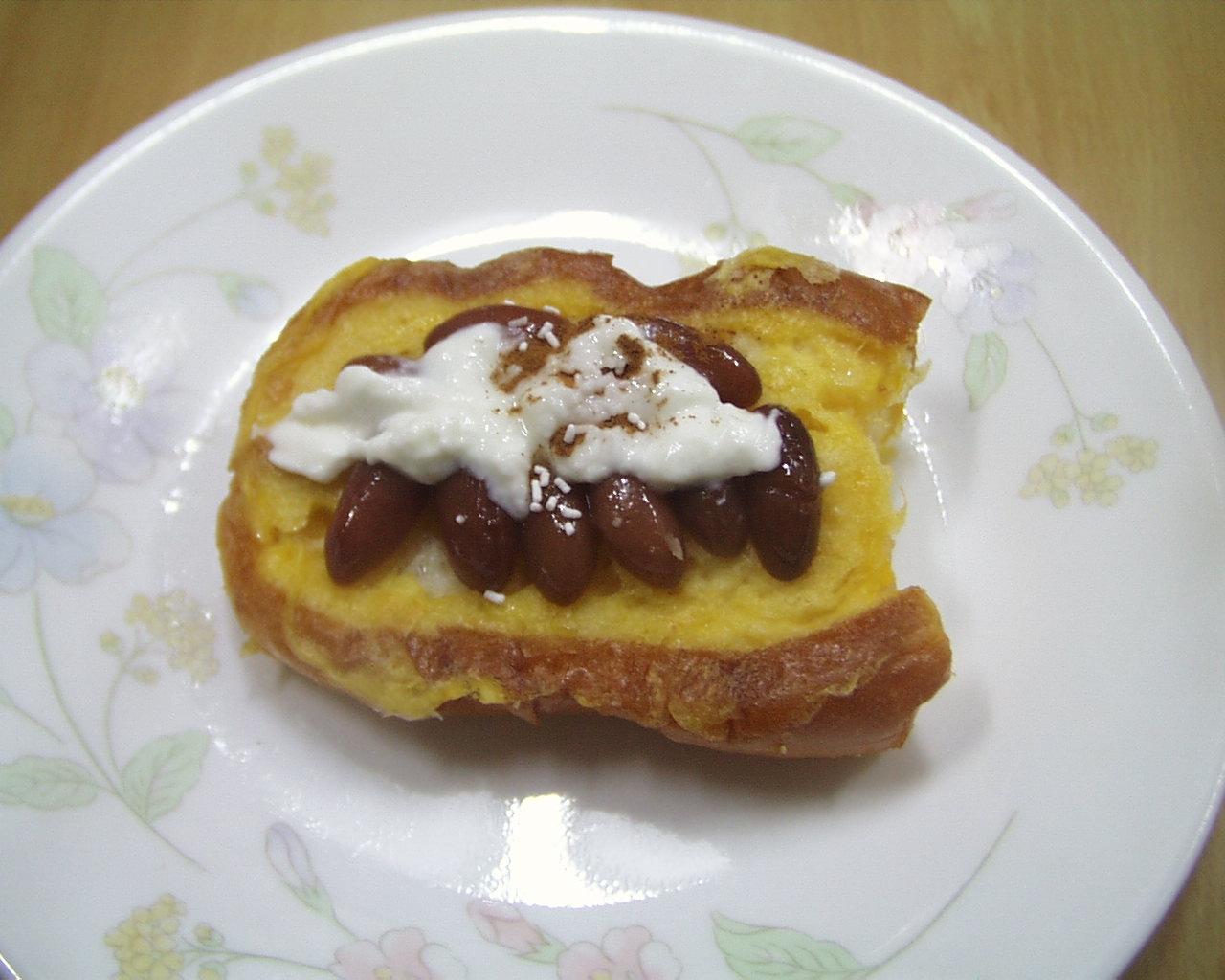 金時豆、ヨーグルト、砂糖のフレンチパン