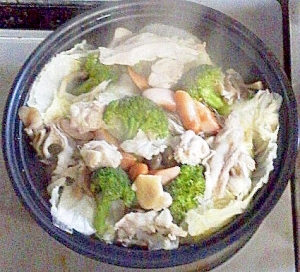 ウインナー豚鶏野菜のタジン鍋