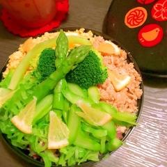 春野菜と鶏ささ身そぼろの三色丼
