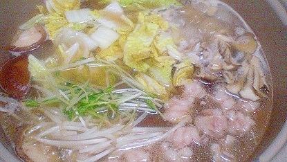 「サリ麺入りあっさりお出汁のホルモン鍋」
