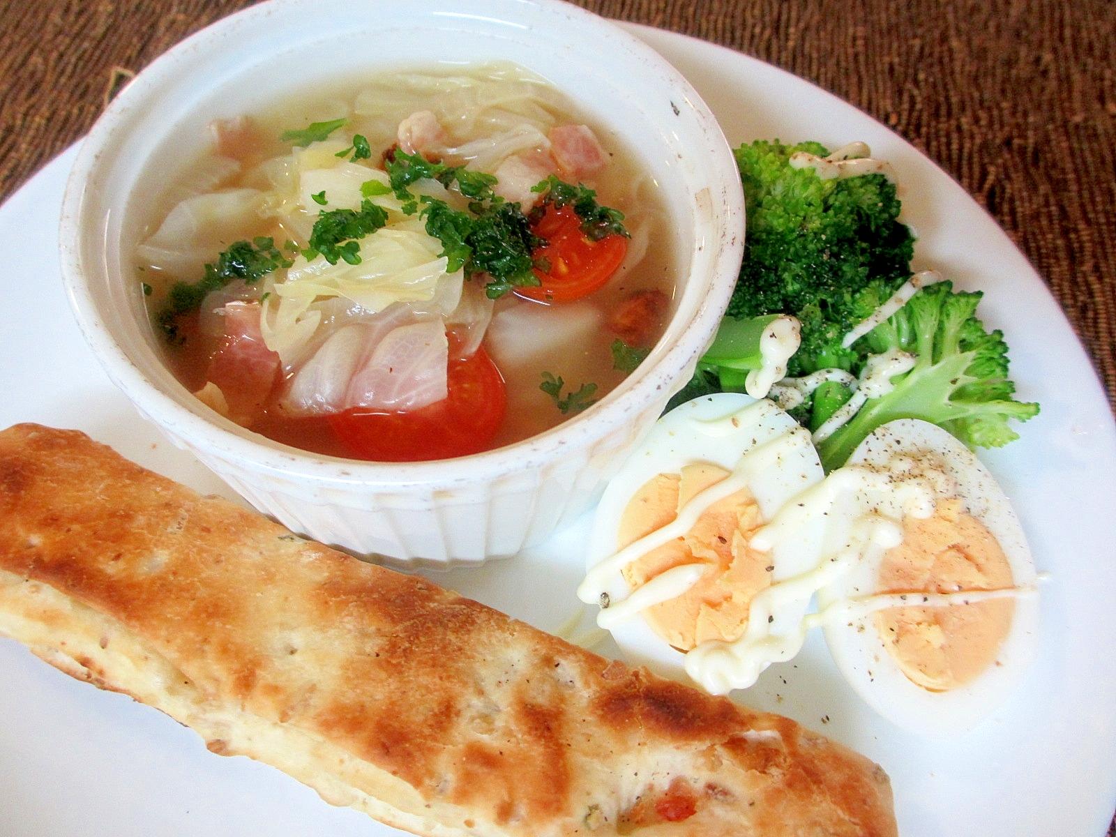 ベーコンとキャベツのスープの朝パンプレート