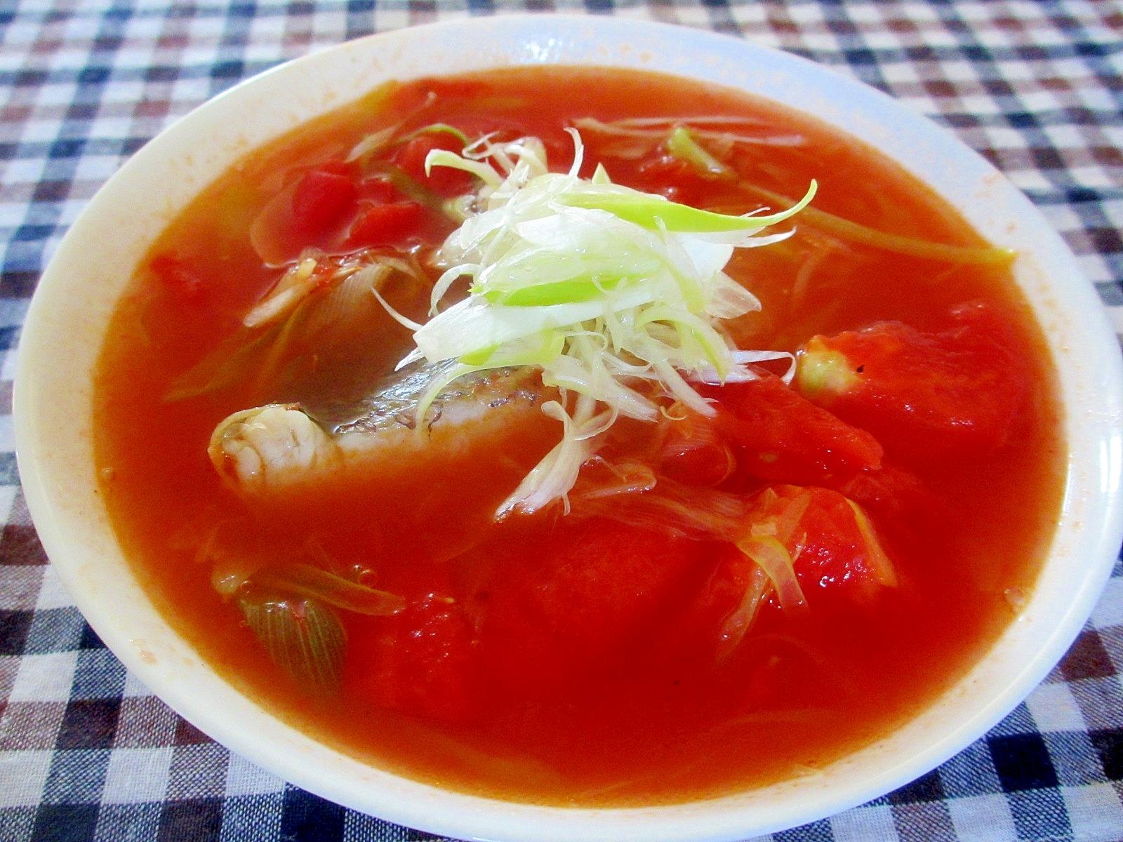 鯛とトマトのナンプラースープ