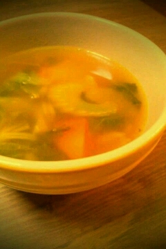 staub鍋でセロリのコンソメカレースープ