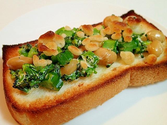 ブロッコリーと大豆と天かすの和風トースト