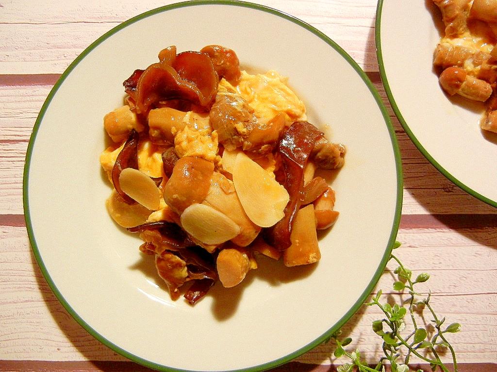 2. きのこときくらげの卵炒め(ガーリック風味)