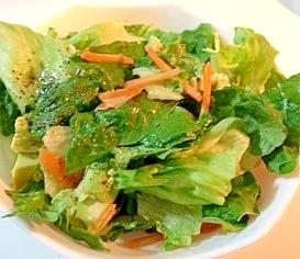 グリーンサラダとシンプルドレッシング