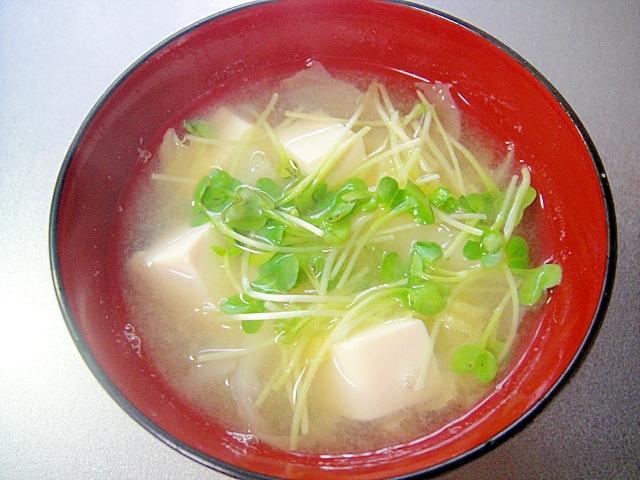 豆腐と白菜かいわれの味噌汁