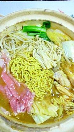 豚ロースと鶏スペアリブの味噌味鍋