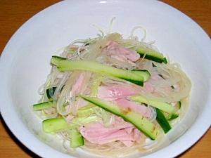 簡単でおいしいきゅうりとハムの春雨サラダ