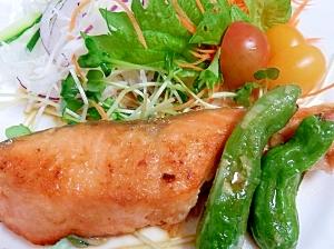 生銀鮭の塩麹漬で作るふっくら柔らかムニエル レシピ・作り方 by 夏はぜ|楽天レシピ