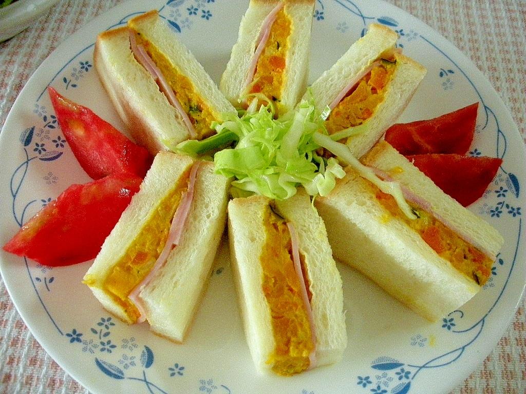 かぼちゃサラダとハムのサンドイッチ