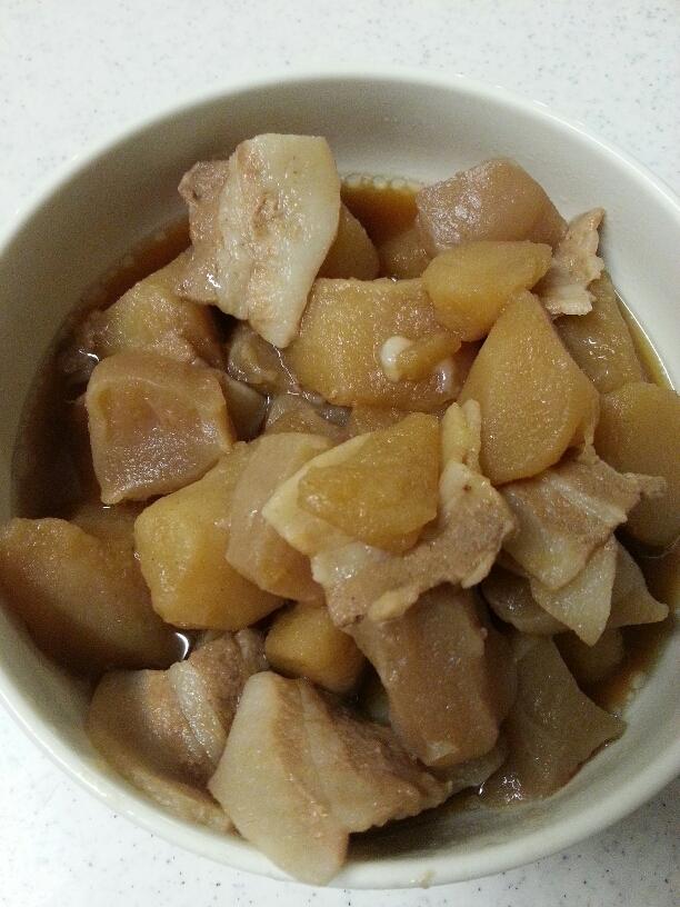 豚肉とじゃがいもの煮物