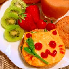 菜の花とチーズのオムレツOPENマフィンサンド