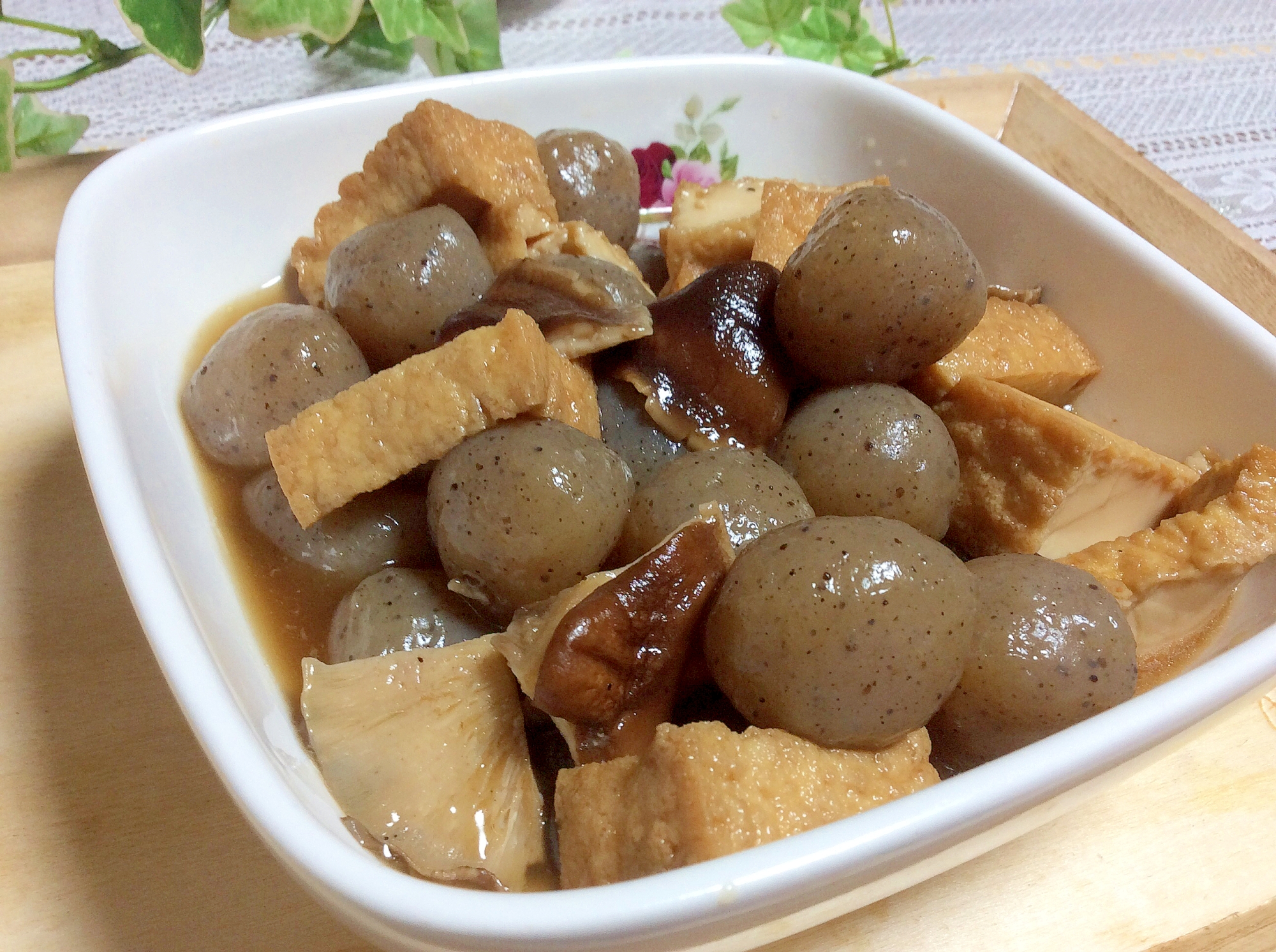 2. 玉こんにゃくと厚揚げと椎茸の煮物