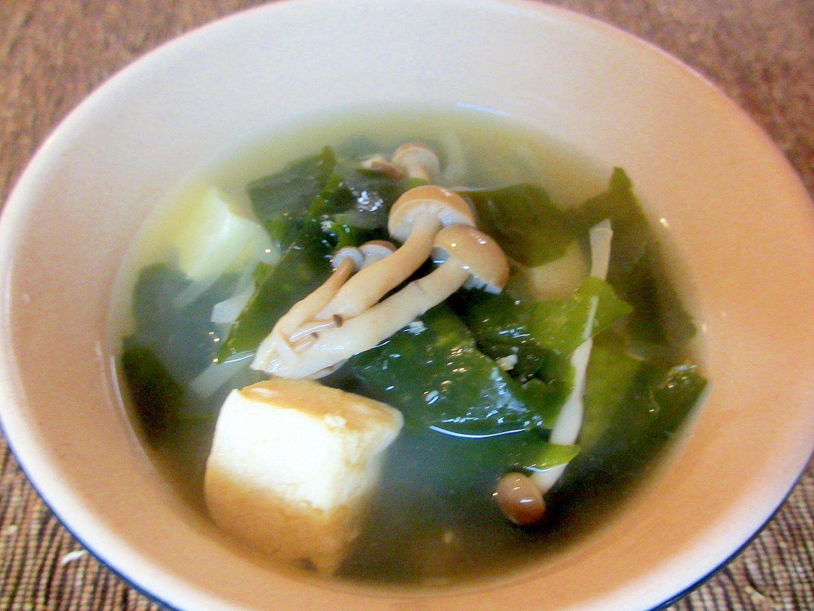 ホタテ出汁で凍り豆腐とワカメのスープ