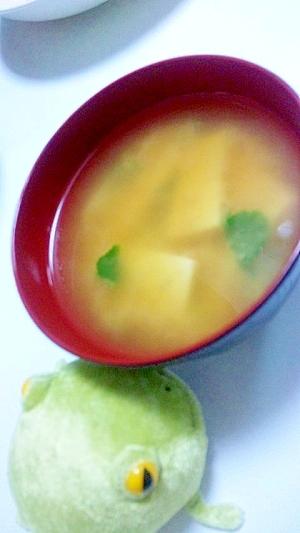 さっぱりおいしい★大根葉と高野豆腐の味噌汁