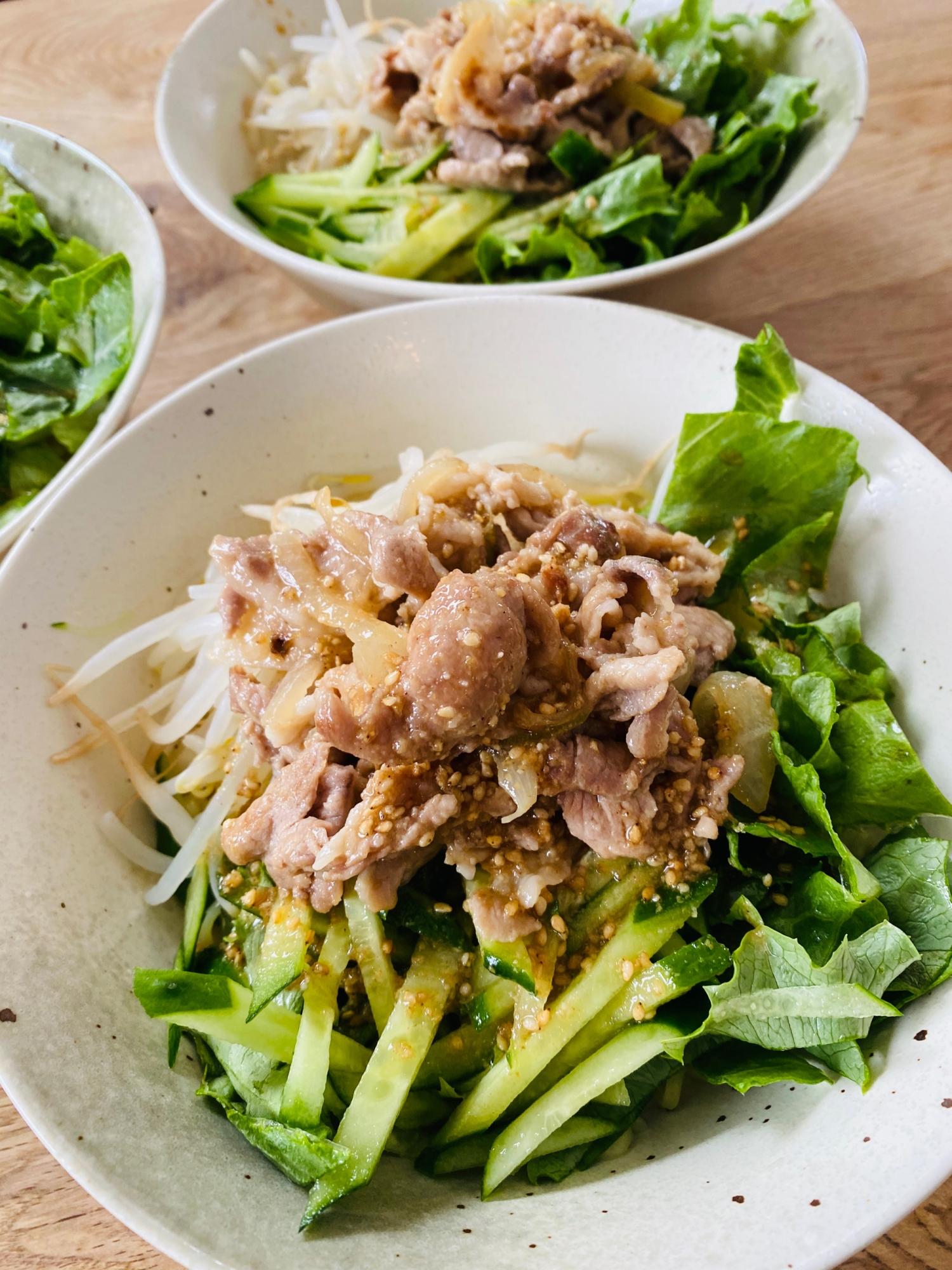 がっつり食べる豚こま切れ肉のラーメンサラダ