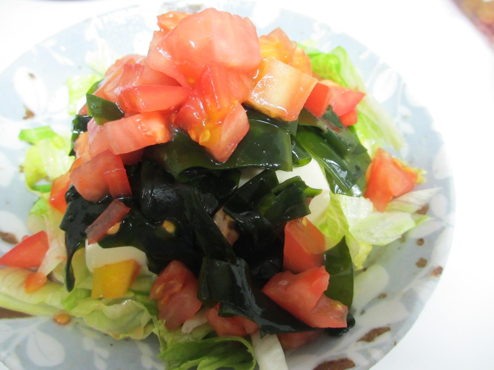 トマトとワカメの豆腐サラダ