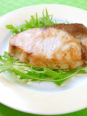 ぶりの塩バターステーキ☆すっきりレモンドレッシング
