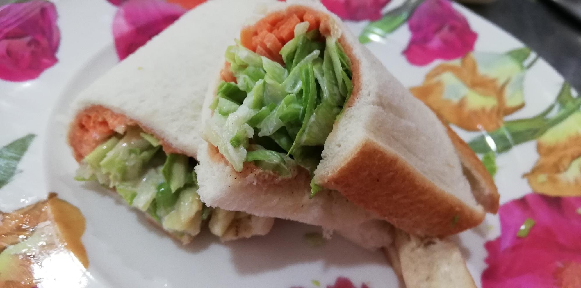 食パンで、メキシカンサラダラップ風(*^^*)