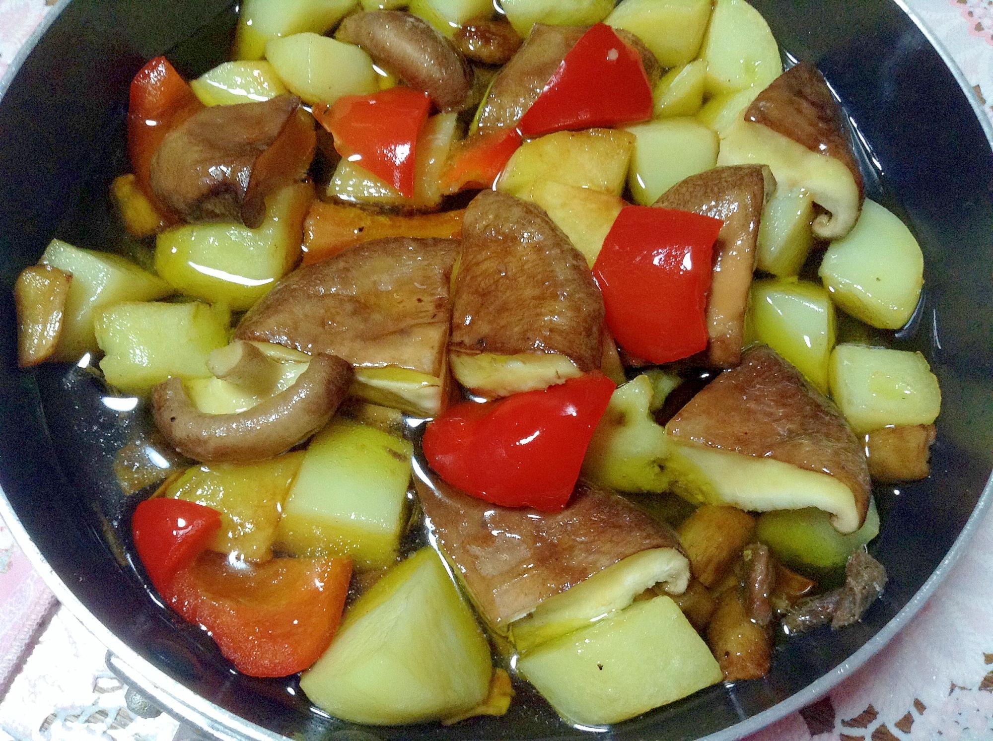 アンチョビーとじゃが芋と椎茸とパプリカのアヒージョ