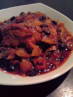 スペアリブと黒豆のバーベキュートマトソース煮込み