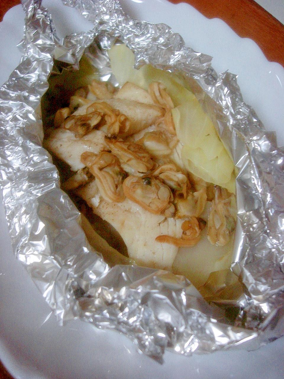 バター風味が美味◎カレイとアサリのホイル焼き