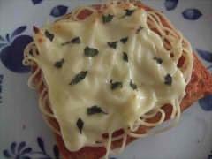 パスタのせチーズトースト