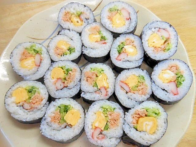 節分に太巻き(鮭・卵・カニカマ・胡瓜)