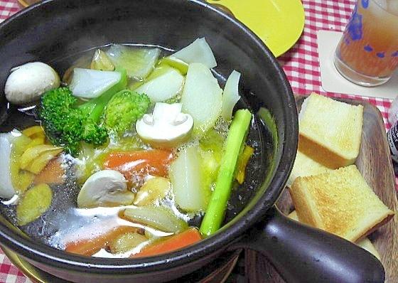 寒い夜にぴったりな熱々バーニャカウダ風油鍋