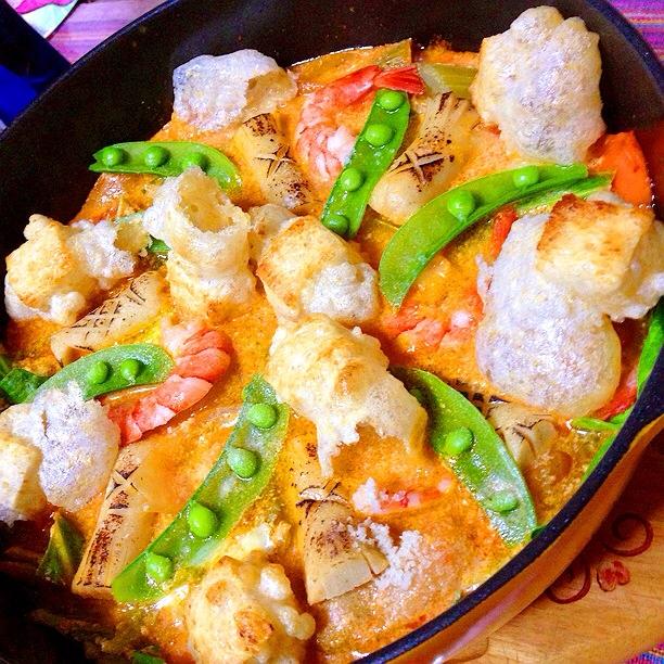 ギョニソと海老とお餅のなんちゃって海鮮トマト豆乳鍋