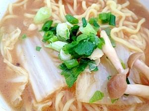 野菜入豚骨醤油ラーメン