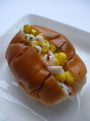 朝食に!カニカマ・コーン・粉チーズのサンドウィッチ