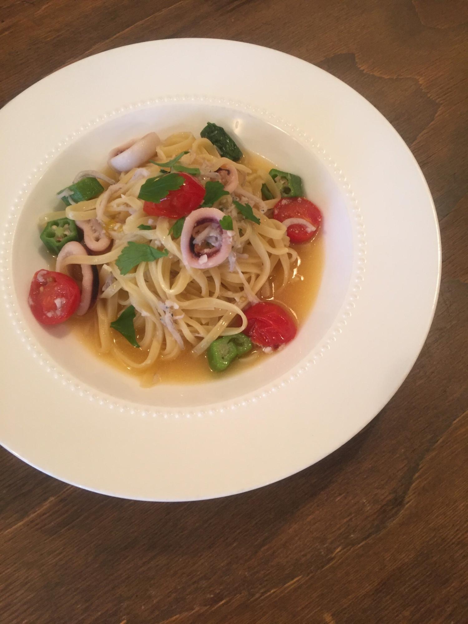 3. トマトと魚介のペペロンチーノ