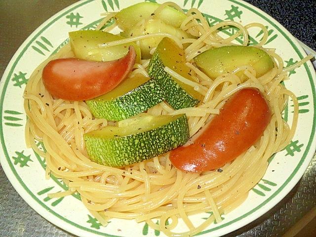ズッキーニとソーセージのパスタ
