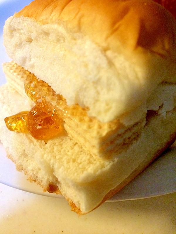 ちぎりパンでカルピス&ウエハースサンド