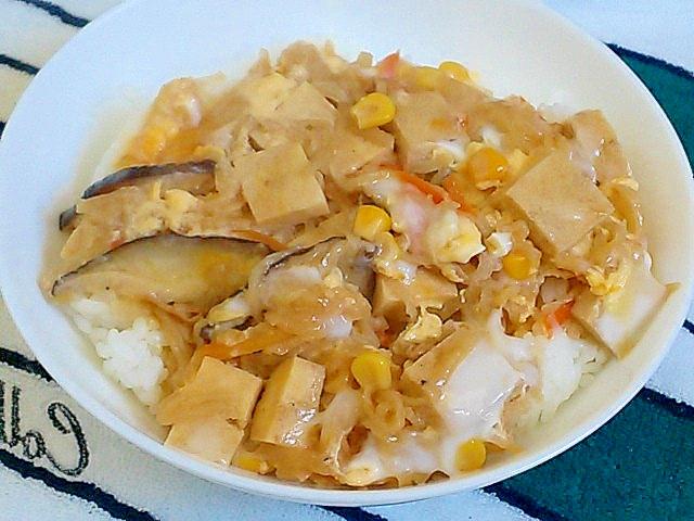 切り干し大根の煮物と高野豆腐、コーンで卵とじ&丼