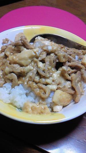 豆腐と豚肉のやきにくのタレどんぶり