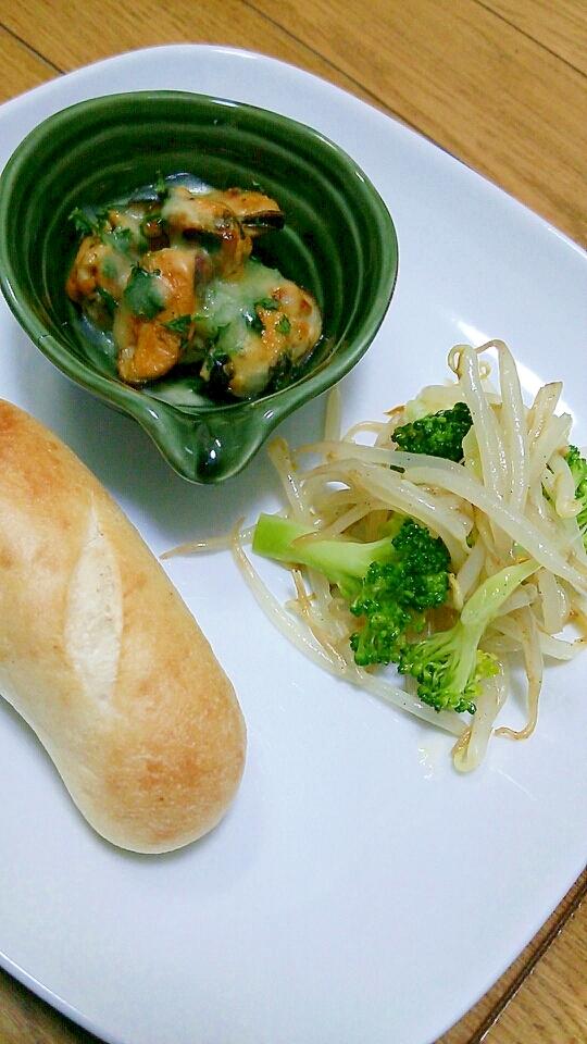 プチパン+ムール貝のチーズ焼き+モヤシソテー