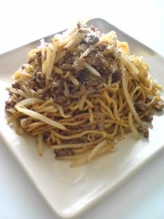 キムチ鍋の素でもやしと合いびき肉の焼きそば