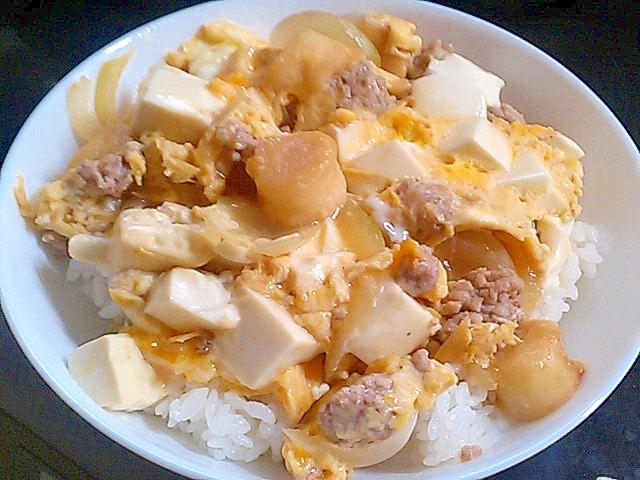 豆腐と麩でふっくらジューシー!ひき肉の卵とじ&丼
