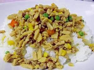 高野豆腐で増量↑豚そぼろ丼