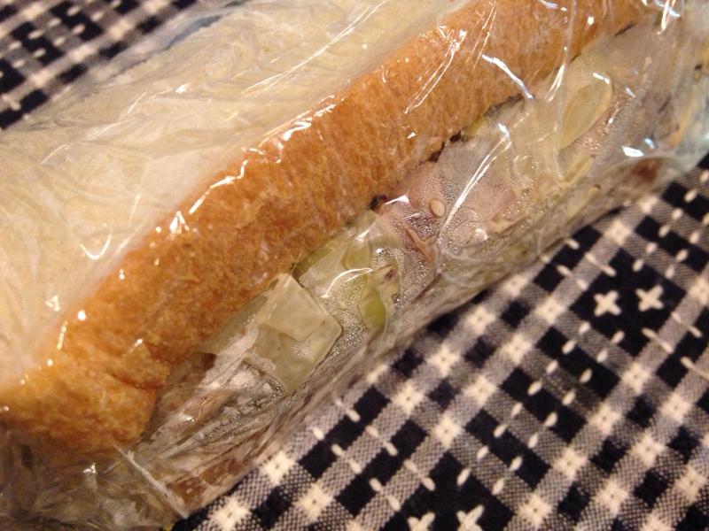 カジキとひたし豆のジンジャー味噌マヨサンド。