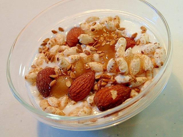 玄米ぽん菓子とアーモンドと亜麻仁のハニーヨーグルト
